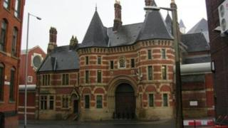 HMP Manchester: 'Dickensian' jail 'too slow' to improve, report says