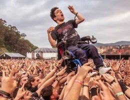 Meet the 19-year-old Spaniard who crowd surfed in a wheelchair