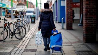 Coronavirus: Supermarkets limit shoppers as rules tighten