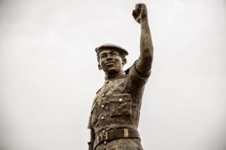 A close shot of the second bronze statue of Burkina Faso's former President Thomas Sankara.