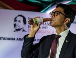 Coronavirus: Madagascar President Rajoelina hits out at tonic 'detractors'