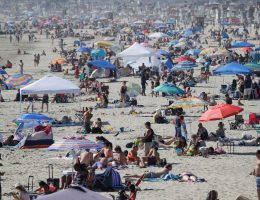 Memorial Day beach crowds lead to mixed messages from officials on coronavirus