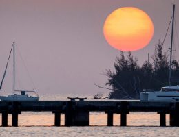 Miami Beach extends coronavirus lockdowns, beaches remain closed
