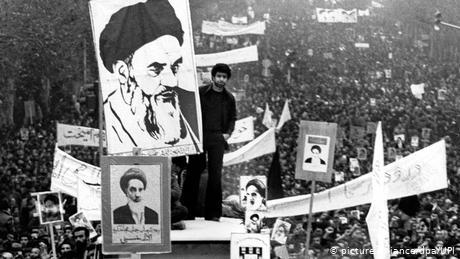 Teheran 1978 Iraner demonstrieren für Ajatollah Khomeini (picture-alliance/dpa/UPI)