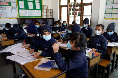 Children wearing facial masks, as a precaution after Nepal confirmed the first case of coronavirus in the country, attend a lecture at Matribhumi School in Thimi, Bhaktapur, Nepal, 29 January 2020 (Photo: Reuters/Navesh Chitrakar).