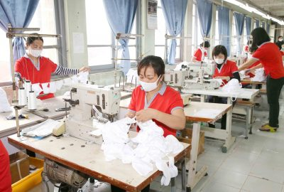 The Chien Thang Garment Joint Stock Company produces antimicrobial knit fabric to prevent and combat COVID-19 in Hanoi, Vietnam, 16 April 2020 (Photo: Phuong Hoa, Latin America News Agency via Reuters).