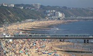 UK weather in pictures: Britons enjoy hottest day of year so far