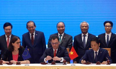 European Commissioner for Trade Cecilia Malmstrom, Romania's Business, Trade and Enterpreneurship Minister Stefan Radu Oprea and Vietnam's Industry and Trade Minister Tran Tuan Anh attend the signing ceremony of EU-Vietnam Free Trade Agreement at the government office in Hanoi, Vietnam, 30 June 2019 (Photo: Reuters/Kham).