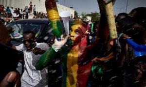 Thousands of protesters call for resignation of Mali president