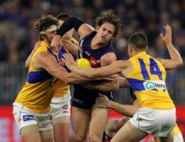 AFL's beleaguered season a chance for Victorians to embrace the competition's national status