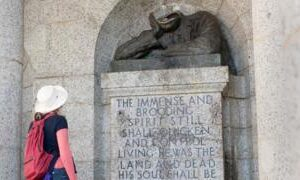 Cecil Rhodes statue in Cape Town has head removed