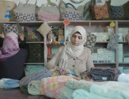 How are e-tailers in the Middle East using human stories to drive sales?