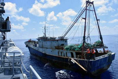 The Indonesian Navy vessel KRI Imam Bonjol (L) inspects the Chinese flagged fishing boat Han Tan Cou (R) in the waters near Natuna Islands, Riau Islands province, Indonesia, 17 June 2016 (Antara Foto/Handout/Indonesian Navy/ via Reuters).