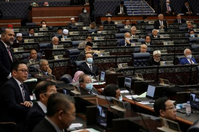 Malaysia's members of parliament attend a session of the lower house of parliament, in Kuala Lumpur, Malaysia, 13 July 2020 (Photo: Reuters/Lim Huey Teng).