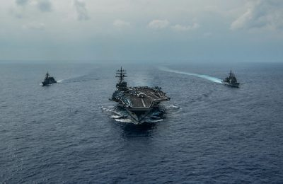 USS Ronald Reagan, the Ticonderoga-class guided-missile cruiser USS Chancellorsville and the Japan Maritime Self-Defense Force Akizuki-class destroyer JS Fuyuzuki are underway in formation while conducting a bilateral exercise in the Philippine Sea, 27 October 2019 (Photo: Reuters/Codie L Soule).