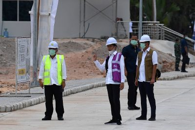 Indonesian president Joko Widodo observes construction of an emergency hospital to treat COVID-19 patients, Galang Island, Batam, Indonesia, 1 April 2020 (Photo: Antara Foto/Sigid Kurniawan)