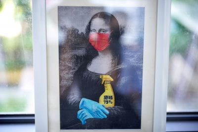 A painting depicting Mona Lisa wearing a face mask and gloves is pictured at Changchun Street Primary School of Wuhan during a government-organized media tour following the coronavirus disease (COVID-19) outbreak, in Wuhan, Hubei province, China, 4 September, 2020 (Reuters/Aly Song).