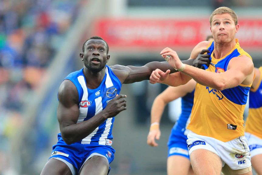 Majak Daw (L) and Nathan Vardy await a throw in in the Kangaroos versus Eagles match in Hobart.