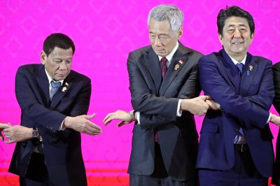 Philippines' President Rodrigo Duterte, Singapore's Prime Minister Lee Hsien Loong and Japan's Prime Minister Shinzo Abe shake hands at ASEAN-Japan Summit in Bangkok, Thailand, 4 November 2019. (Photo: Reuters/Soe Zeya Tun).