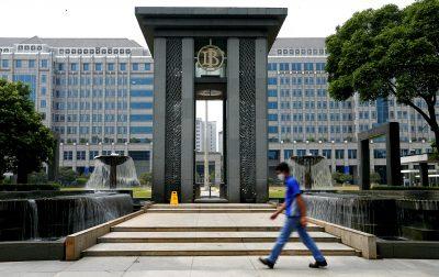 A man walks past Bank Indonesia headquarters in Jakarta, Indonesia, 2 September 2020. (Photo: Reuters/Ajeng Dinar Ulfiana).