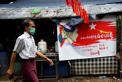 A man wearing a protective face mask walks on the street amid the coronavirus disease (COVID-19) spread, in Yangon, Myanmar, 2 October 2020 (Photo: Reuters/Shwe Paw Mya Tin).