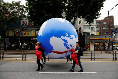 People march carrying a globe-shaped balloon as they take part in a Global Climate Strike rally in Seoul, South Korea, 21 September 2019. (Photo:Reuters/Heo Ran).