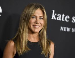 'Damn Fool' Jennifer Aniston 'Roasting on an Open Fire' Over Pandemic Christmas Ornament