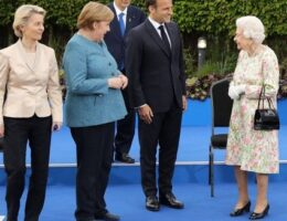 Queen Elizabeth and senior British royal family members host G7 leaders at garden reception