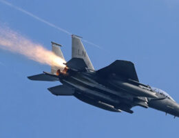 Aircraft Spotter Thanked By F-15E Pilot After Alerting Him To sparks coming from his plane