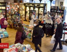 Waterstones to encourage shoppers to wear masks in stores