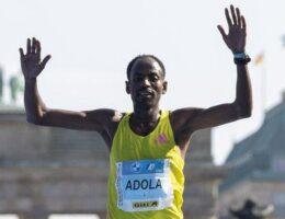 Berlin Marathon: Ethiopia's Guye Adola and Gotytom Gebreslase win men's and women's races