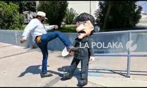 Ciudad Juárez, Chihuahua: Protestor Francisco Aguirre Torches Governor Javier Corral Piñata