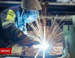 TUC: Jobs at risk if UK fails to hit carbon emissions target