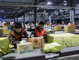 Chinese firms leading the way on green package delivery
