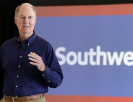 Southwest CEO Claims 'No Evidence' Flights Were Canceled Over Vaccine Mandates
